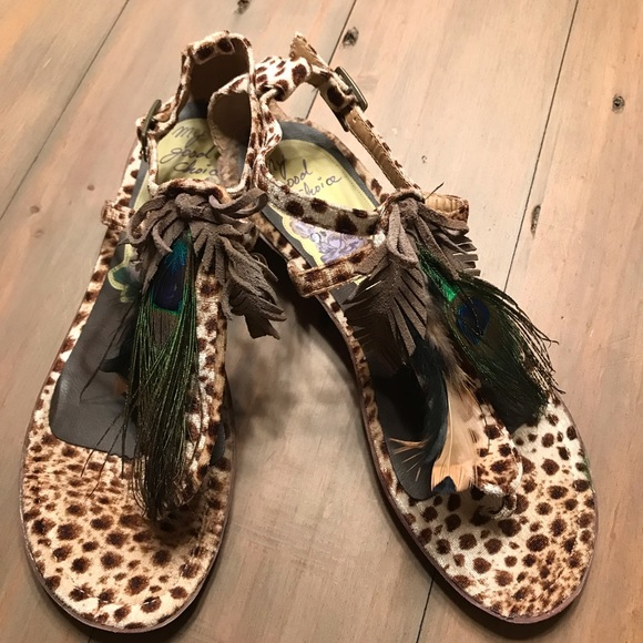 fdd5e25f7ebe Cheetah print sandals. M 5c4909e6a5d7c681468cb87e
